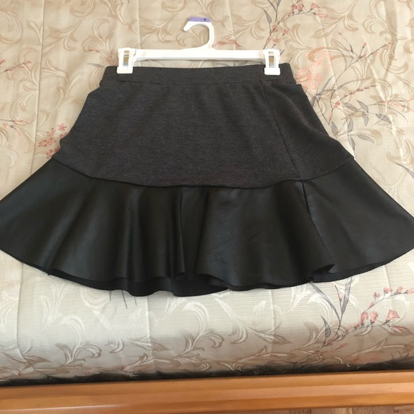 Joe Benbasset Dresses & Skirts - Mini gray skirt with faux leather trim